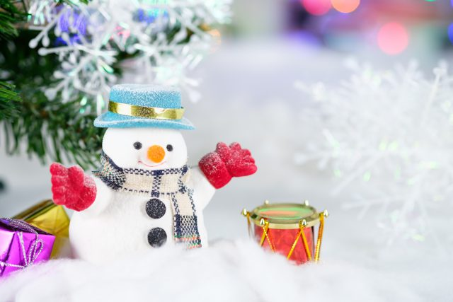 waste: snowman with red gloves and a drum